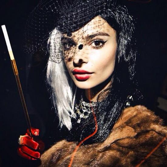 6. Modeller i Halloween-kostymer