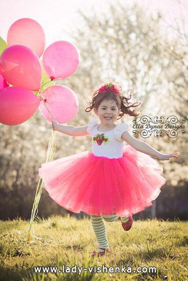 1. Kostymer for små jenter 4 år - 6 år