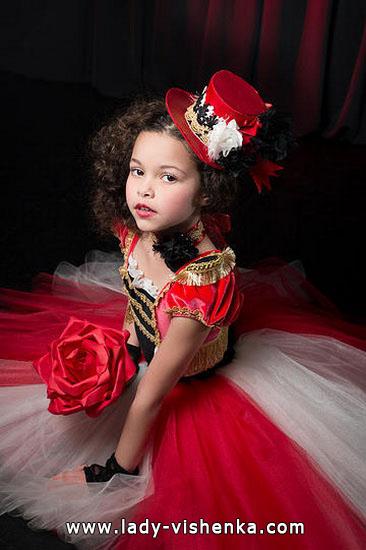 21. Kostymer for små jenter 4 år - 6 år