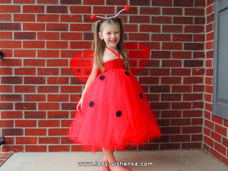 37. Kostymer for små jenter 4 år - 6 år