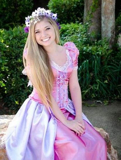 Hvit-haired Rapunzel for Halloween