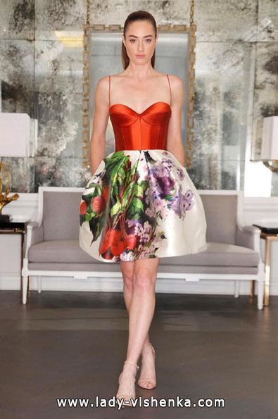 brudekjole med røde elementer - Angele Keveza