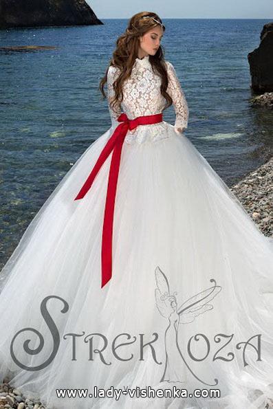 brudekjole med røde bånd 2016 - Strekoza