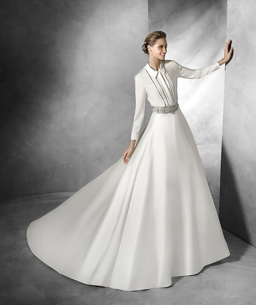 Satin bryllup kjole med lange ermer med tog - Pronovias 2016