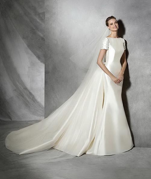 Satin mermaid wedding dress med tog - Pronovias 2016