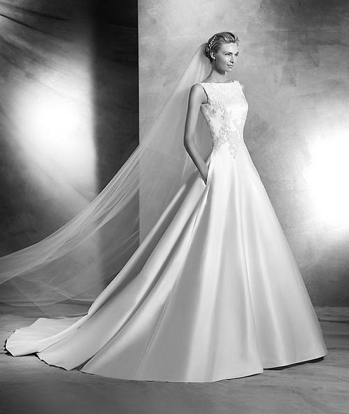 Prinsesse brudekjole i sateng med en tog - Pronovias 2016