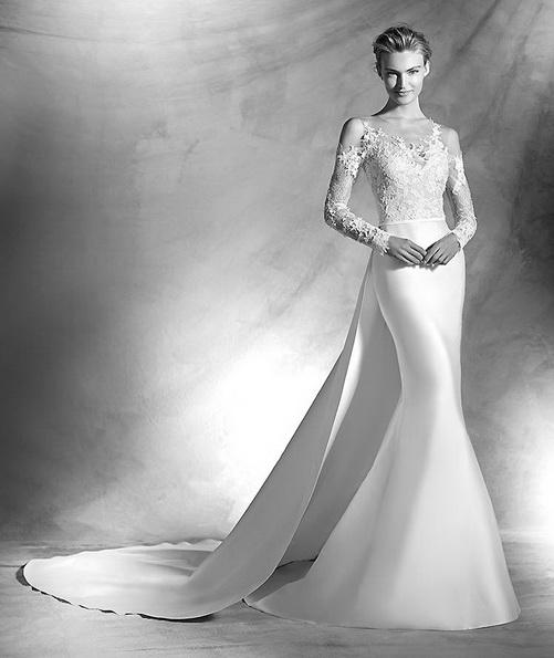 brudekjole i sateng med blonder ermer og en tog - Pronovias 2016