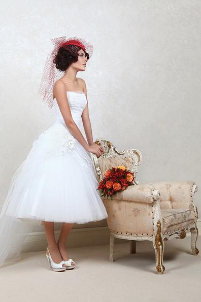 Kort brudekjole med fluffy skjørt 2016 - Tatiana Kaplun