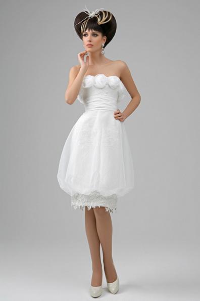en Kort puffy brudekjole med sateng bånd i midjen - Tatiana Kaplun