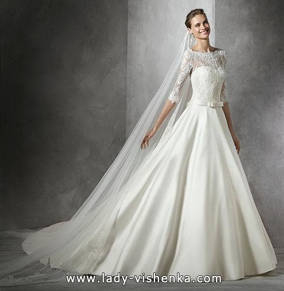 Prinsesse brudekjole med blonder ermer - Pronovias