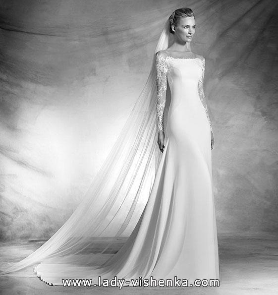 Satin brudekjole med blonder ermer - Pronovias